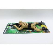 Ползающий солдат на батарейках